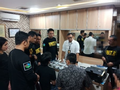 Satuan Narkoba Polres Metro Jakarta Barat Kembali mengagalkan peredaran gelap narkotika jenis sabu Jaringan Internasional, petugas kepolisian kali ini berhasil mengamankan 3 orang pelaku satu diantaranya adalah seorang WNA asal China