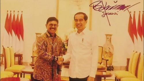 Sekjen DPP Partai NasDem, anggota Pansus Pemindahan IKN DPR, Johnny G Plate, dalam satu kesempatan bersama Presiden Joko Widodo di Istana Negara, Jakarta, 2 Juli 2019.   Facebook