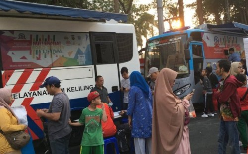 Ilustrasi. Warga mendatangi pelayanan mobil SIM Keliling di Jakarta pada akhir pekan. (Foto Ant)