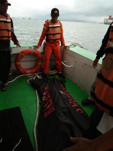 Ditpolairud Polda Banten berhasil temukan jenazah Mualim Kapal. (Foto: Ary/Bidhum)