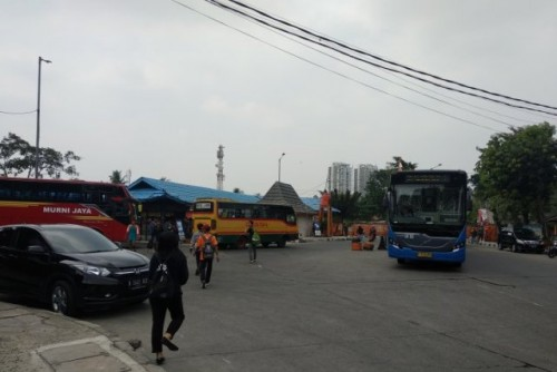 Situasi di Terminal Kalideres, Jakarta Barat, pada Senin (17/6/2019). Pengelola Terminal Kalideres akan ikut serta dalam memeriahkan peringatan HUT ke-492 DKI Jakarta dengan memasang beragam pernak-pernik