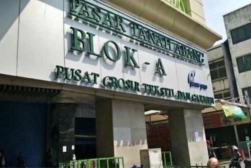 Jelang Shalat Jumat Pedagang Pasar Tanah Abang Tutup Toko (Fhoto Ist)