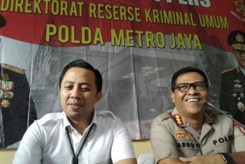 Kabid Humas Polda Metro Jaya Kombes Pol. Argo Yuwono (kanan) dan Wadir Krimum Ditreskrimum Polda Metro Jaya AKBP Ade Ary Syam Indradi (kiri) memberikan pernyataan kepada awak media di RS Polri Raden Said Sukanto, Jakarta, Sabtu (15-6-2019). (Fhoto Ant)
