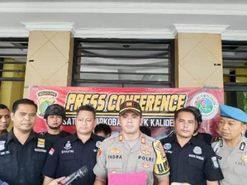 Jelang Hari Raya Idul Fitri 1440 H Polsek Kalideres Polres Metro Jakarta Barat Ungkap Jaringan Narkoba antar Provinsi, Dua orang tersangka berinisial LKH (41) dan H (34) diamankan polisi lantaran kedapatan mengedarkan narkoba.