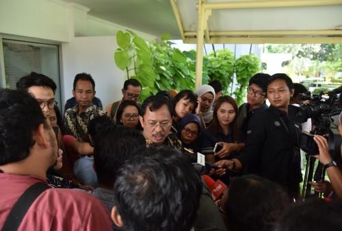 Menkes menjawab pertanyaan wartawan usai mengikuti Rapat Terbatas (ratas) di Kantor Presiden, Provinsi DKI Jakarta, Selasa (28/1/2020).(Foto: Humas/Ibrahim)