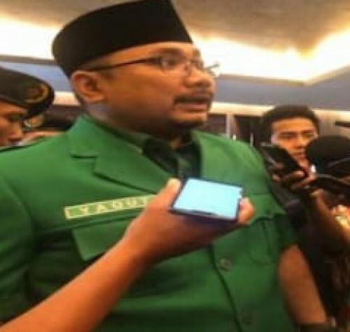 Yaqut Cholil memberikan penjelasam di depan wartawan. (FOTO: Ist/JPNN)