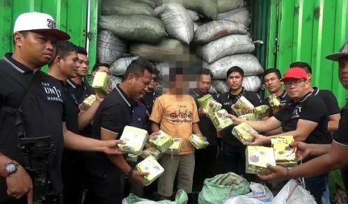 Satuan Reserse Narkoba Polres Metro Jakarta Barat amankan kontainer bermuatan sabu di tol Bahauheni Lampung. (Foto: Istimewa)
